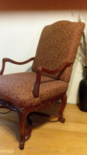 Antique chair. In Great Condition for Sale in Phoenix, AZ