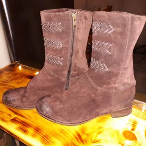 Uggs leather boots for Sale in Jamestown, RI