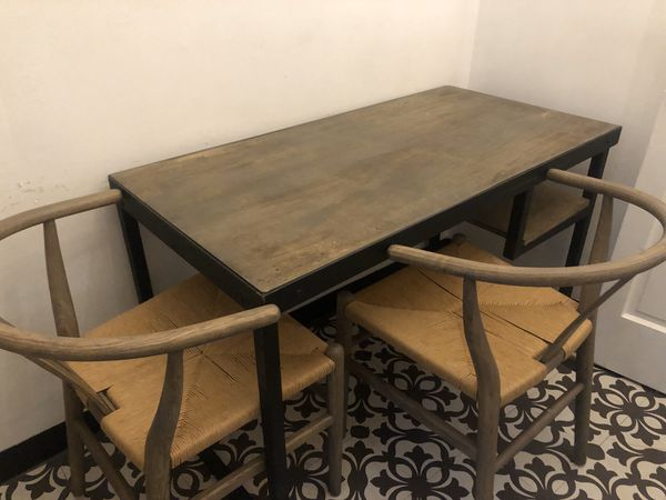 Like New Table/Desk