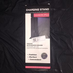 Charging stand with AirFLOW !! PS4 games n controller for Sale in Morrison, IL