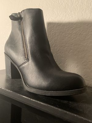 size 9 black boots for Sale in Henderson, NV