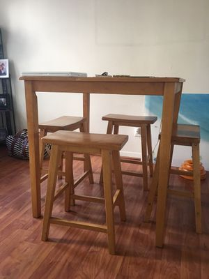 Bar height kitchen table with stools for Sale in San Diego, CA