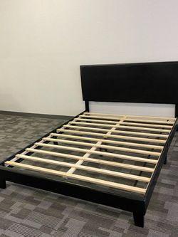 Queen size platform bed frame for Sale in Phoenix,  AZ