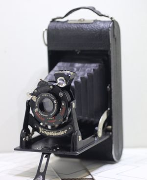 PARTS ONLY !! Vintage Voigtlander Folding Camera Anastigmat Voigtar Lens for Sale in Riverside, CA