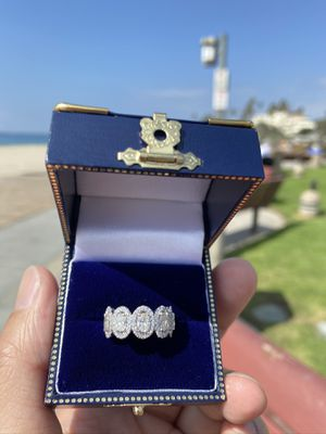NEW! 1.5 Total Cts(90 diamonds) Pavè Custom-made Engagement Ring-GIA Appraised at $8400 shown in pic for Sale in Irvine, CA