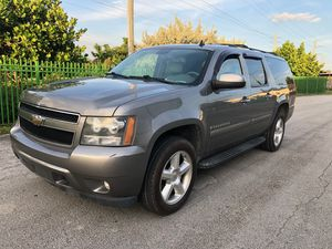 2008 Chevy suburban Lt clean title 4x4 for Sale in Miami Lakes, FL