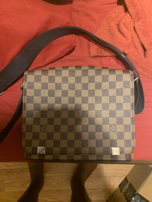Lv messenger bag used with receipt for Sale in Dallas, TX