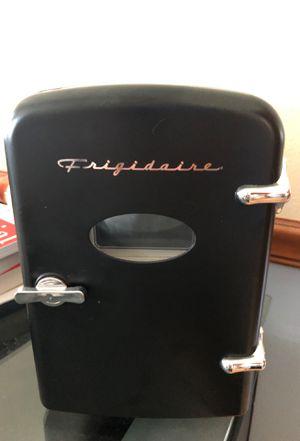Frigidaire plug in retro mini desk fridge, it actually works for Sale in Kissimmee, FL