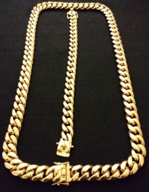 $140.....14k gold-plated Cuban link chain and bracelet..... Shipping is available 🛫✈️🛬 or I deliver 🚗🏍️💭💭 for Sale in Hollywood, FL