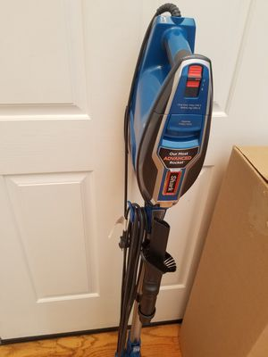 SHARK DEO CLEAN MODEL VACUUM WITH ATTACHMENTS,, AMAZING POWER SUCTION,, WORKS GREAT,, for Sale in Federal Way, WA