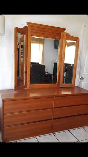 6 drawers with mirror for Sale in Hollywood, FL