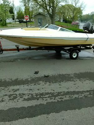 A 16 ft. checkmate boat with 65 horsepower mercury motor for Sale in Warren, MI