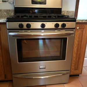 2013 Frigidaire Dishwasher, Microwave, Range for Sale in Elmhurst, IL