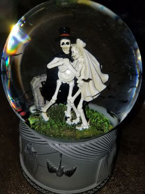 Halloween snow globe, skeleton wedding for Sale in Montebello, CA