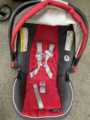 Graco snug ride 35 car seat with two bases for Sale in Newton, MA
