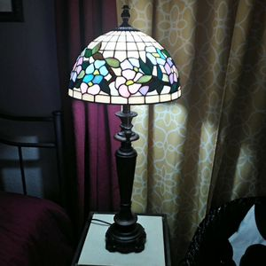 Quoizel Collectables Floral stained glass shade and lamp for Sale in Phoenix, AZ