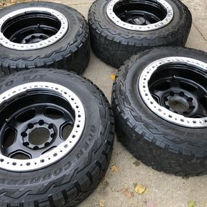 35x12.50 R20 for Sale in Downers Grove, IL
