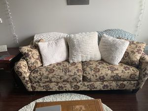 Lazboy 7.5'x3.5' floral sofa couch for Sale in Durham, NC