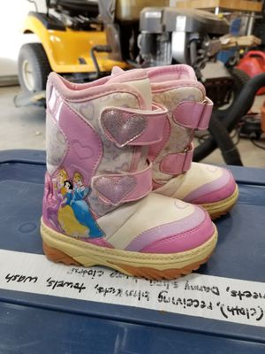 Girls size 7 snow boots. No tears or rips. for Sale in St. Louis, MO