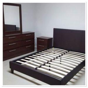 queen bedroom 4 pc set no mattress for Sale in Miami, FL