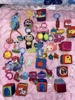 Babygirl toys in great condition 28 toys for $20 dollars for Sale in San Jose, CA