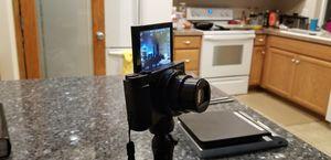 Sony hx-80 18.2mp flip screen camera for Sale in Portland, OR