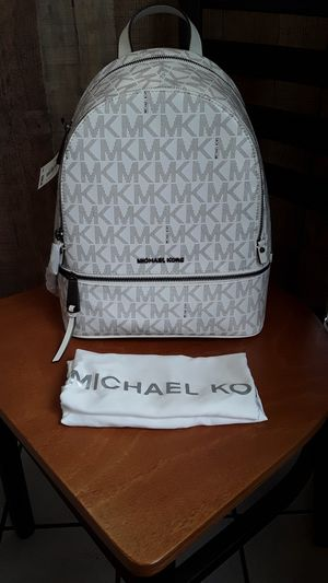 MICHAEL KORS BEAUTIFUL NEW BACKPACK for Sale in Stockton, CA