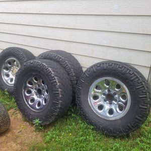 Chevy Stock 17 inch rims and tires for Sale in Gastonia, NC