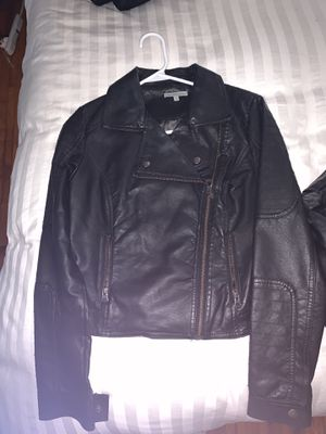 Not real leather crop long sleeves jacket for Sale in Miami, FL