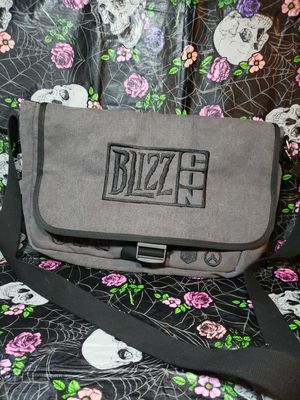 Blizzcon 2015 Messenger Bag Satchel Blizzard - (USED In Great Condition) for Sale in Bonney Lake, WA