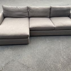 Crate and Barrel Lounge Sectional with Left Side Chaise for Sale in Kirkland,  WA