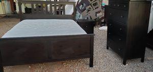 Queen bed set w matress for Sale in Tucson, AZ