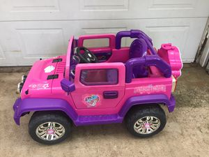 Electric girl car. W/charger for Sale in Dallas, TX