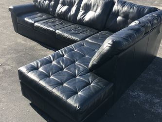 Black Leather Couch for Sale in Bridgeton,  MO
