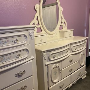 White Floral Antique Bedroom Set for Sale in Dinuba, CA