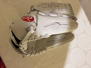 Womens , girls softball glove, new for Sale in Oklahoma City, OK