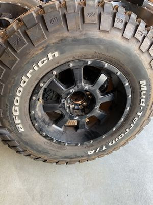 Jeep wrangler MT wheels and BF GOODRICH mud terrain tires 285/75/17 tj,cj jk, jku for Sale in Beaumont, CA