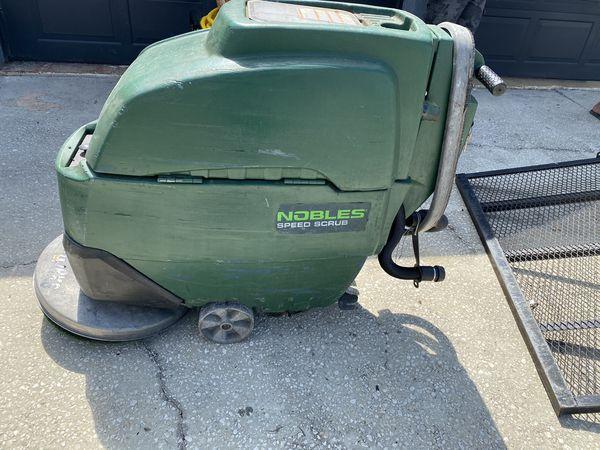 Auto floor scrubber