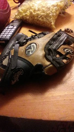 Preowned Rawlings youth baseball glove for Sale in Port Richey, FL