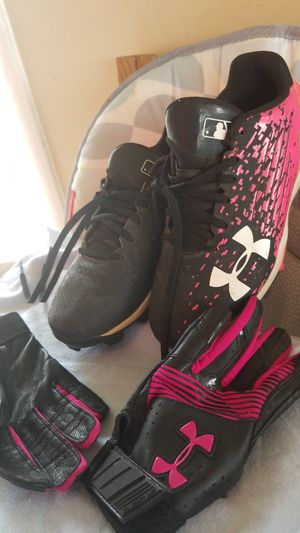 Softball/baseball shoes and gloves for Sale in Norwalk, CA