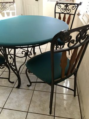 Amazing Patio Furniture 5 piece Table and chairs for Sale in Scottsdale, AZ