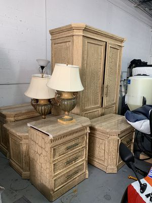 Queen size bed room set. (Real Marble) for Sale in Dania Beach, FL
