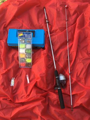 Push button fishing pole, with tackle box and lures for Sale in Lincoln, RI