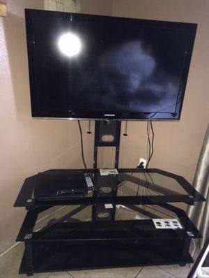 Table Tv Stand holds up to 52 in TV for Sale in Kissimmee, FL