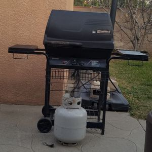 Bbq grill for Sale in Los Angeles, CA