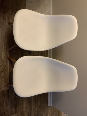 Set of 4 white ikea chairs with wooden legs for Sale in Tampa, FL