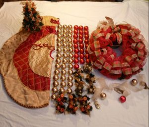 Red & Gold Christmas theme, $30 Firm for Sale in Bakersfield, CA