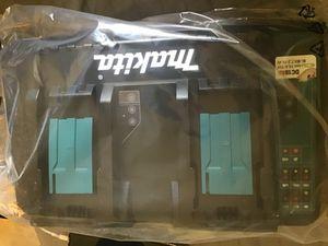 Esta nuevo este cargador de 18 v es maquita for Sale in Los Angeles, CA