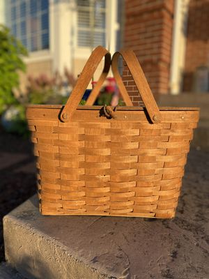 Collectible vintage Longaberger 1986 large picnic basket for Sale in Milton, WA