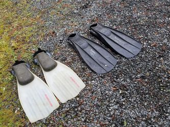 2 Pair Of Diver Flippers for Sale in Lake Stevens,  WA